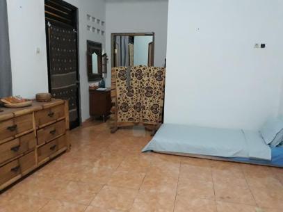 Aula showing single bed