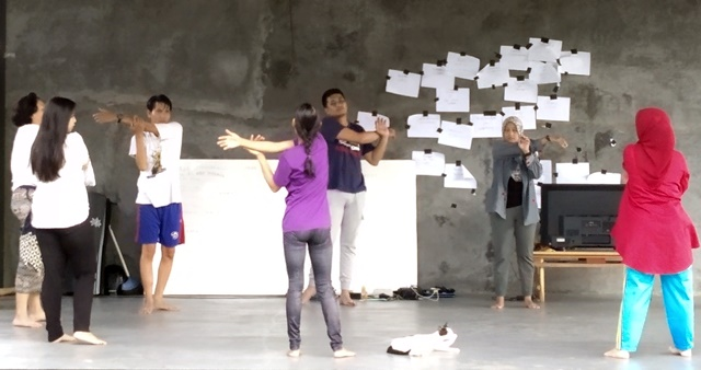 Contemporary movement workshop led by Adeg (centre, purple shirt)