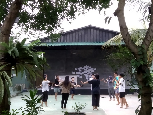 Javanese traditional dance class